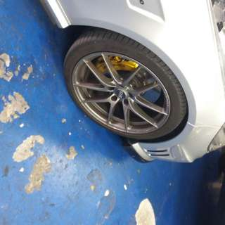 Staggerd Rim oz racing leggera hlt made in Italy with tyre p zero 2 month use only