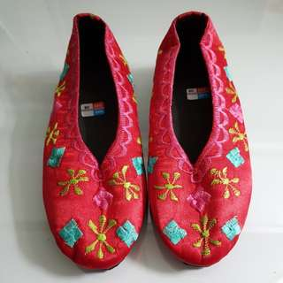 Embroidered shoes for girls - brand new