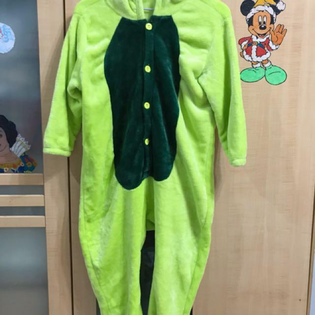 草綠色男童絨質連身睡衣居家服約適合120前後