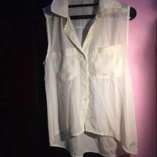 T-shirt broken white