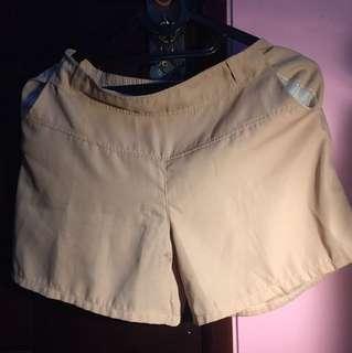 Celana pendek nude
