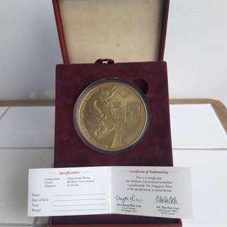 Big 65mm year 2000 medallion.  With box. Singapore Mint