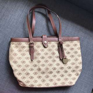 Dooney & Bourke handbag (NOT coach, tory burch, Michael kors)