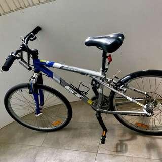 GT Avalanche 3.0 aluminum frame mountain bike