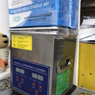 Ultrasonic cleaner with heating function