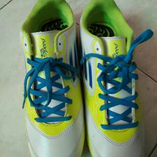 Sepatu futsal yongki komaladi