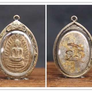 魂帕勇之父阿贊來大師生前督造之崇笛佛牌連純銀外殻