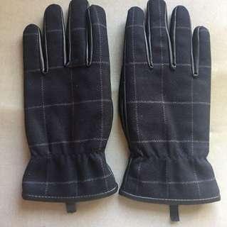Uniqlo Gloves