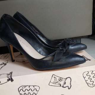 high heel hitam