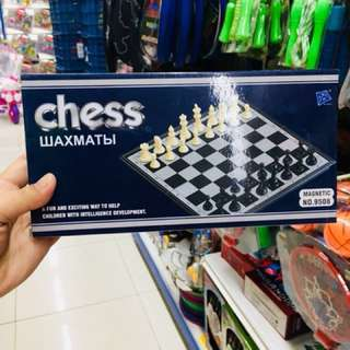 Magnetic chess board