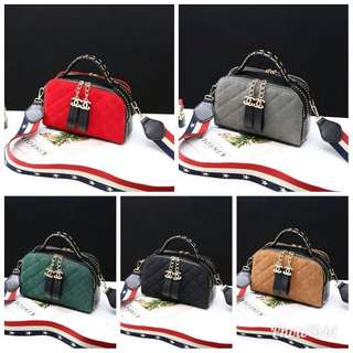 💞(Pengiriman Batam)💞 Fashion Chanel Selema 👜 Bahan     : kulit kombi bludru Harga     : 205.000 Ukuran   : 24x8x16 Berat      : 0.6 kg ( 1kg muat 2 ) Kualitas : Semi Premium Ready    : 5 warna • Black • Red • Green • Brown • Grey