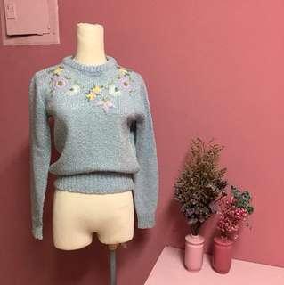 花朵刺繡針織上衣