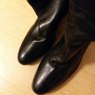 """Prada名牌長靴。  黑皮加夾棉防水絹。  3.5""""高船踭, 可配上班服。  保暖舒適。  可到下雪地方。  Size 37.  現清框價"""