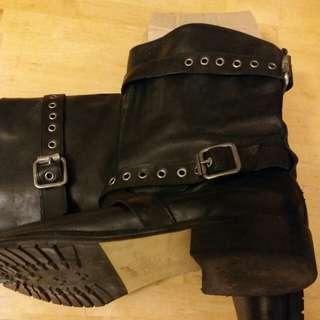 Patrizia Pepe 名牌皮靴。  Size 38.5.  有型有款。  Pepe出名型格。  現特皮