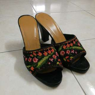 Nyonya Beads Shoes