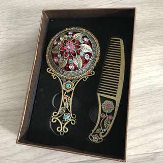 Luxury comb and mirror set