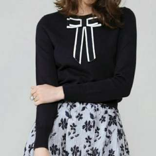 (BRAND NEW) Alice + Olivia oversized bow wool sweater (Size M) Sample - just one piece