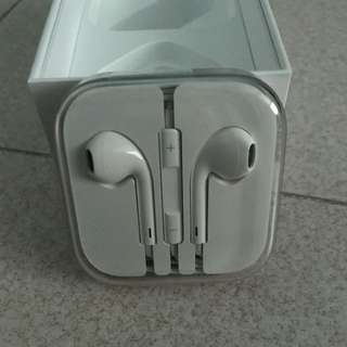 Apple EarPods/Earpieces 3.5mm jack BNIB