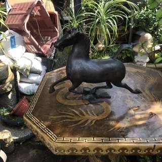 Antique brass horse H 33 cm L 38 cm