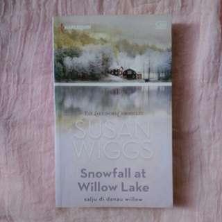 Snowfall at Willow Lake ( Susan Wiggs )