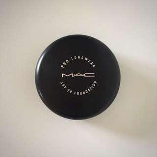 MAC Pro Longwear Compact Foundation NW35