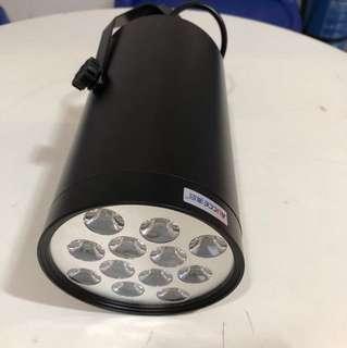 全新 LED 路軌射燈 (暖白色燈光)