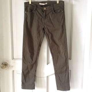 Stradivarius Army green pants