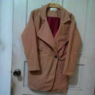 駝酒紅配色繭型大衣