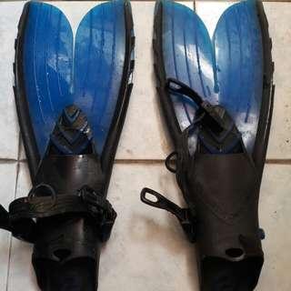 Scuba diving fins