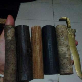Bertam, kayu tas, raja kayu, kayu. Menang, keris. Kuning