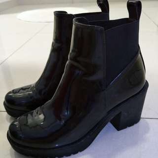 Black Boots, Ankle boots