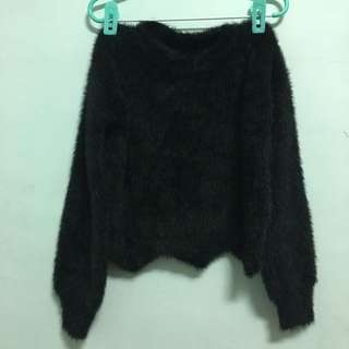 黑色毛海毛茸茸短版齒狀毛衣