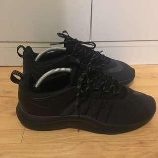 Nike darwin all black