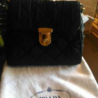 PRADA PRICE: 550 US DOLLARS