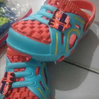 Sepatu sendal karakter tayo