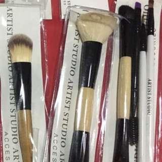 ARTIST STUDIO set of makeup brushes