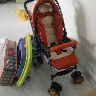 Pram, Map, baby Walker,baby bath tub, baby cot, all must go, 60 for all items. supper cheap. Call or msg 96549856 for deal