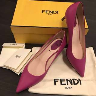 Brand new Fendi real leather shoes全新桃紅色!