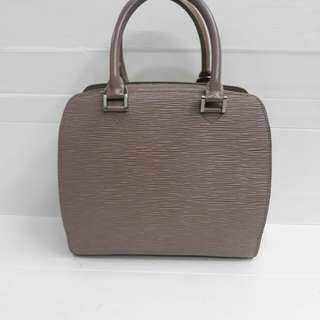 Louis vuitton pont neuf authentic