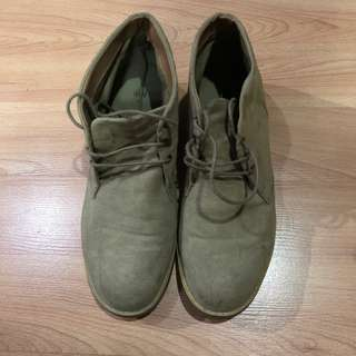 PRE-LOVED H&M SUEDE BOOTS