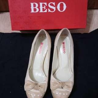 🚚 BESO 蝴蝶結 圓頭高跟鞋