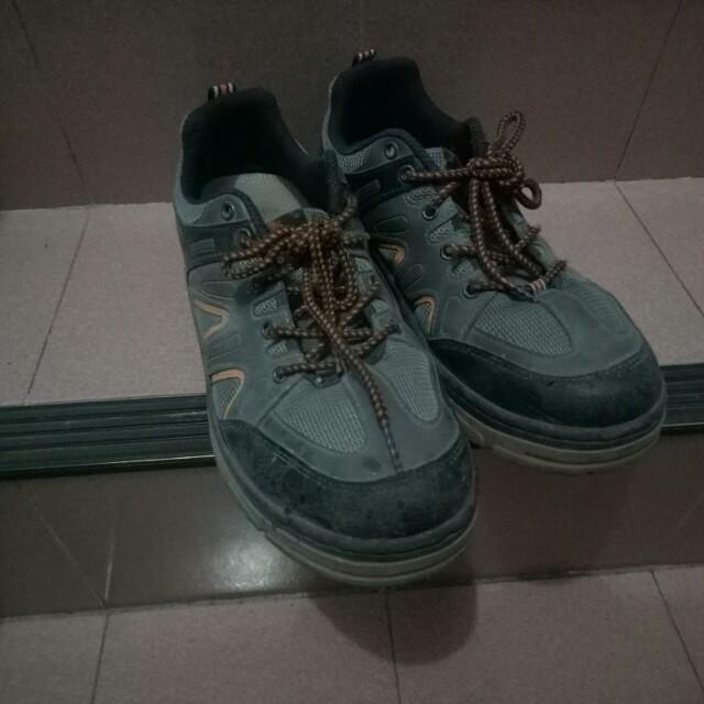 【二手出清】 台灣製登山工作鞋