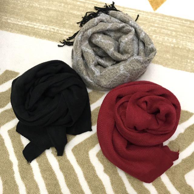 跳蚤市場❣️麥色/灰色相間長頸鹿紋流蘇圍巾 素色厚實大圍巾暗紅/黑