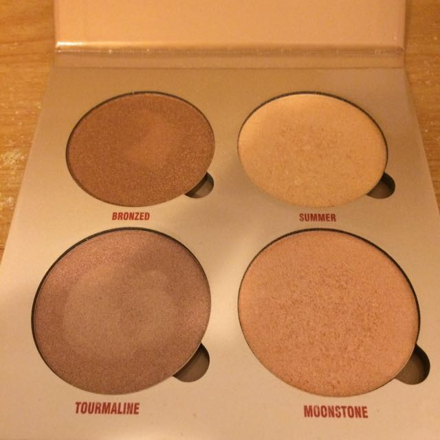Anastasia Beverly Hills (ABH) sun dipped highlighter palette
