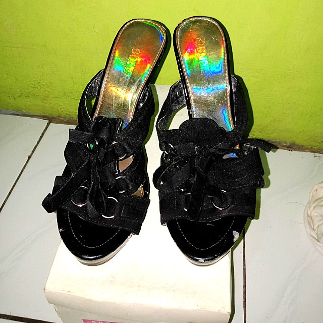 Black bow Haigh heels