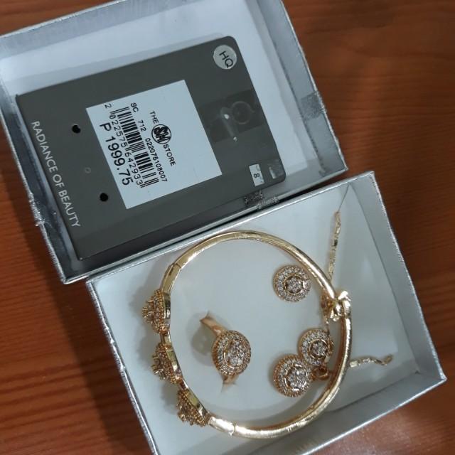 Brand New Raya Jewelry set