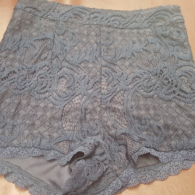 Brand new size 8 lace shorts.