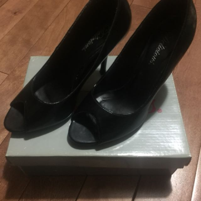 Delicious black heels