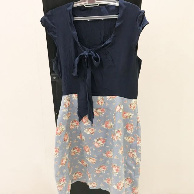 Dress bunga navy