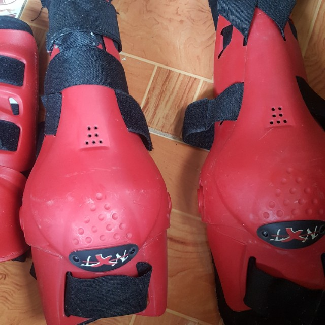 Elbow and knee pads for motorcycle
